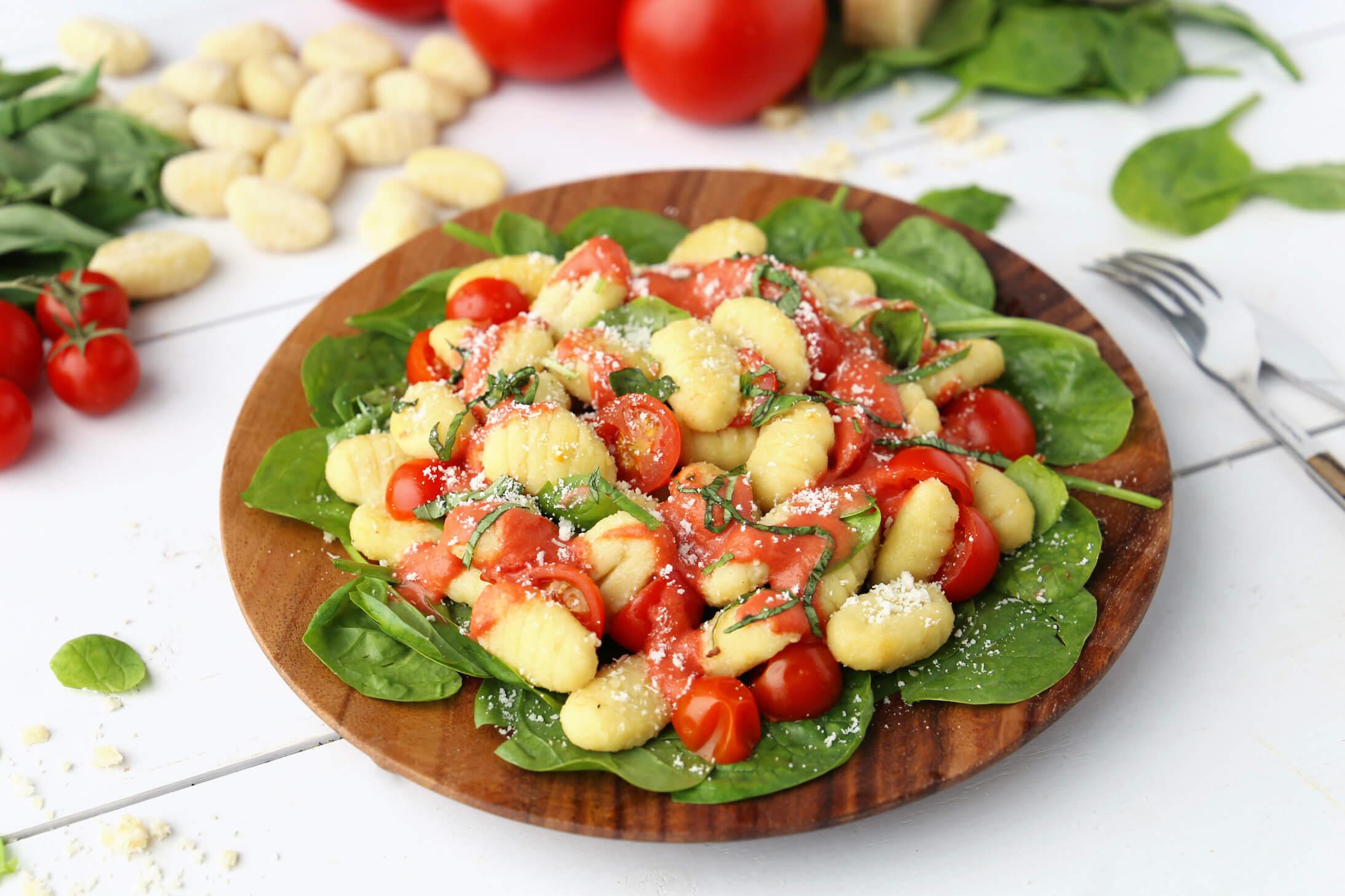 Gnocchi pousses épinards tomates granapadano
