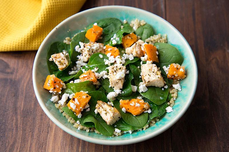 Salade spinach butternut feta quinoa
