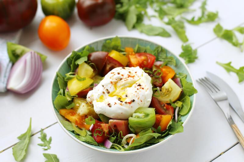 Salade tomates multicolores et burrata