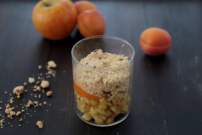 Crumble pomme abricot lavande